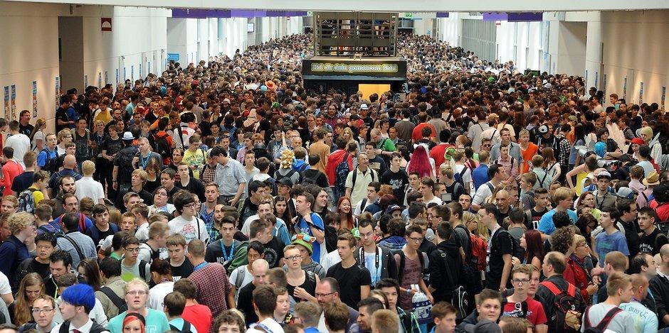crowds at Gamescom 2017