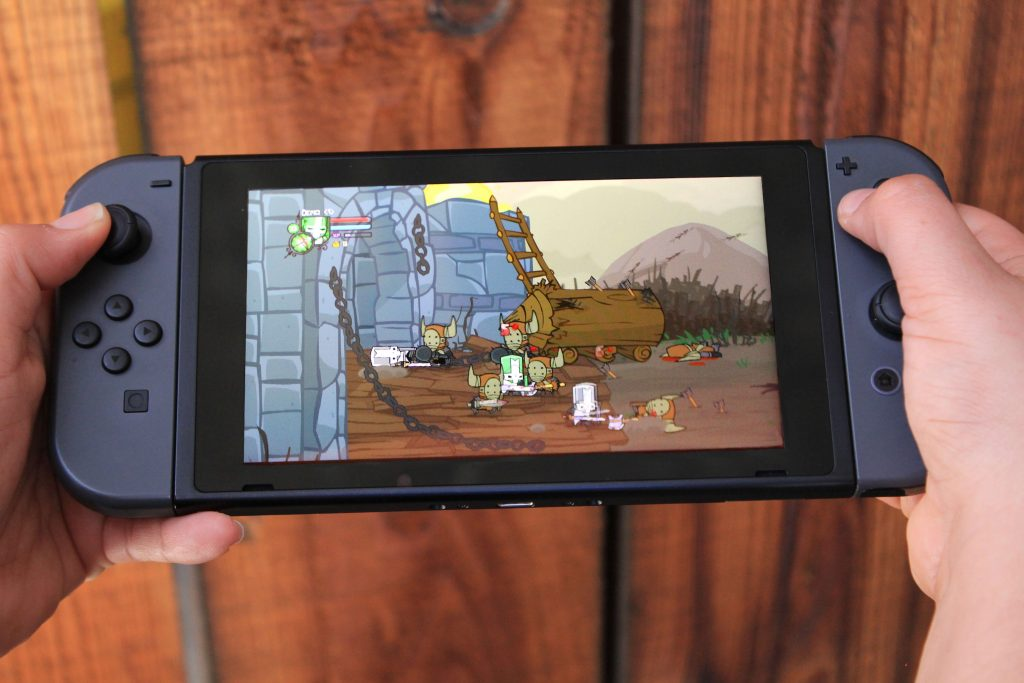 Castle Crashers Remastered running on the Nintendo Switch in handheld mode