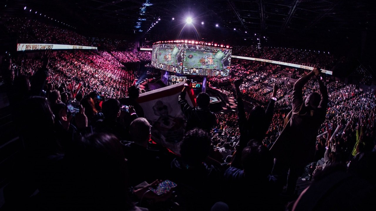 Both FunPlus PhoeniX and G2 Esports punched their tickets to the Worlds 2019 Finals with big wins, but with the competition in Paris, G2 were still a favorite coming into the event.