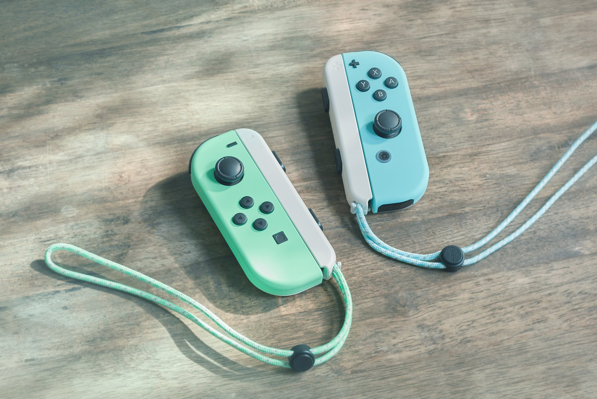 These Joy-Cons are a beautiful paste green and blue pairing.