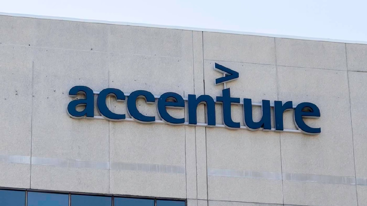 Accenture has turned up in a number of complaints among contractors at Facebook, recently regarding content moderation, and this time including mandatory on-site work.